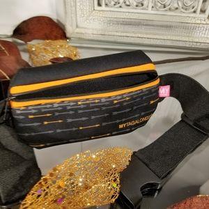 Adjustable belt with zip pouch